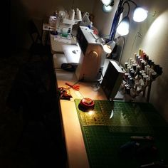 Lots of extra lights in @eplevinski's sewing space.