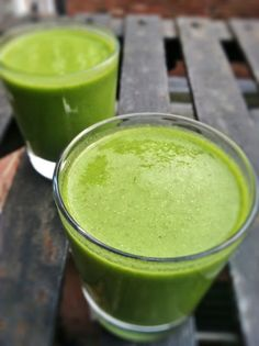 Living Simply Gluten Free: Green Chia Pear Smoothie