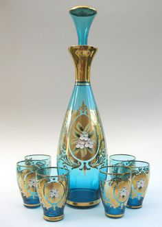 Gorgeous decanter set