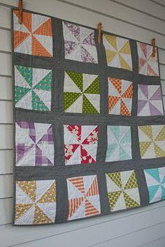 craftyblossom: little pinwheel quilt.