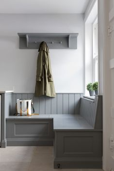 This boot room has an artisan shelf with coat pegs beneath and bench seating which is ideal for storing away shoes and boots as well as putting on shoes before a long autumnal walk. #humphreymunson