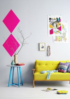 yelow couch with neon pink highlights. La maison d'Anna G.