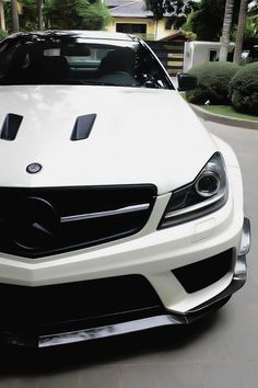 Mercedes....I'm not big on Mercedes except the AMG ones....this is hawwwt