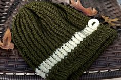 LOOM KNIT: THE PERFECT SLOUCH HAT! Pattern included. thismomentisgood.blogspot.com. #loomknitting #scarf #knits #hats