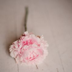 simplicity...xoxo http://www.kissthegroom.com