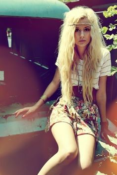 ahh, want her hair and clothes