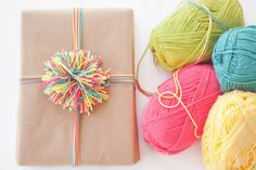wrap, color pompom, yarn pompom, idea, gift, craft, pom poms, brown paper packages, rainbow pompom