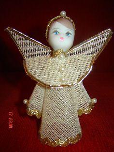 Anjo Dourado by Enfeites Anjos de Natal, via Flickr