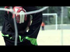 """▶ Curt en català: """"L'equip petit"""". Un equip de futbol infantil que no fa mai gols.Tot i així no deixen mai de somiar!"""