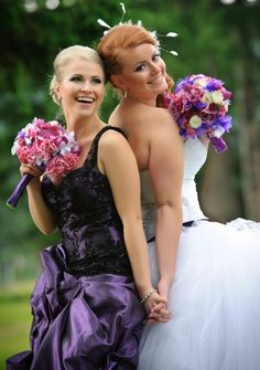 Maid of honor pose