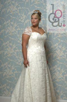 Plus size wedding dress in size 12-30