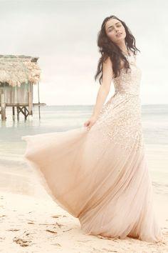 This is gorgeous #bodas #playa #novias #vestidos