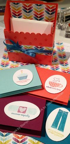 Cute Mini box and cards - FREE box template tutorial on my blog. #box #tutorial #stampinup #saleabration