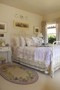 beautiful iron bed and other great cottage details