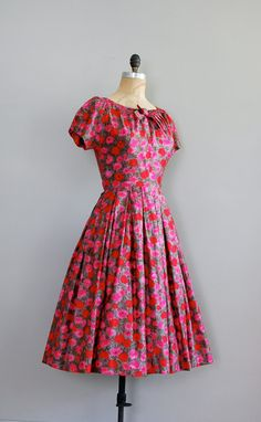 vintage 1950s ultra soft brushed cotton Jean Lang dress with bright red, pink and gray floral print, pretty scoop neckline with tied bow, short sleeves, gathered collar, fitted waist and very full skirt. metal side zipper.
