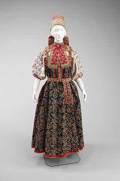 Русский девичий костюм