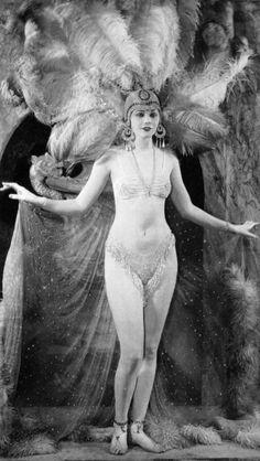 Lilyan Tashman, Ziegfeld Girl 1917