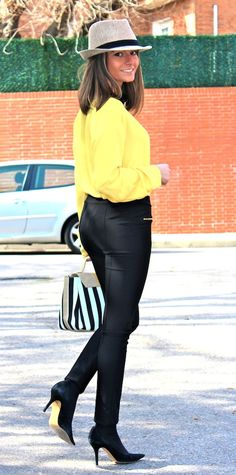 Fashion and Style Blog / Blog de Moda . Post: In Yellow / En Amarillo .See more/ Más fotos en : http://www.ohmylooks.com/?p=12277 by Silvia