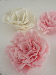 says ruffled rose but looks almost like a carnation - fake flower, sugar paste flower, tutorial