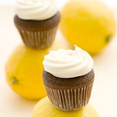 Mini Cupcakes with lemon cream cheese frosting