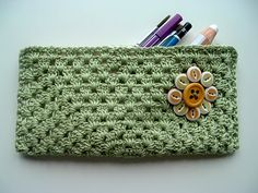Free Crochet Drawing Case Pattern - cute, functional, and easy to make. crochet hat patterns, button flowers, purs, crochet hats, pencil cases, granny squares, flower ideas, case pattern, scarf patterns