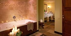 Bath area in the William Jefferson Suite