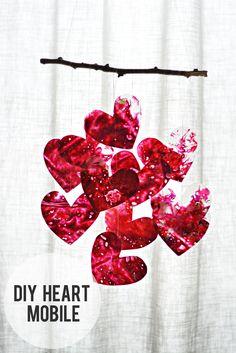 DIY: crayon heart mobile