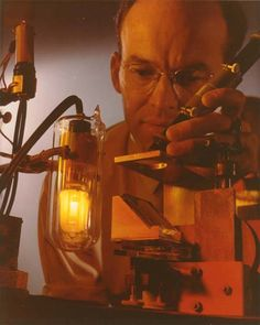 #Light bulb testing by #GE researcher.