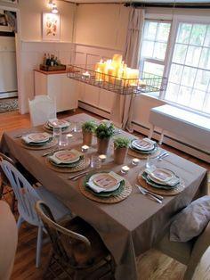 Já pensou em ter um lustre em forma de bandeja, repleto de velas aromáticas, para dar um toque num jantar de inverno?