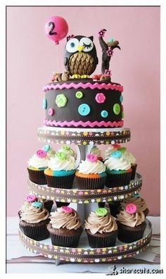 Super sweet owl cake :D I think this is the theme I want to go with for Nova's 1st birthday cake