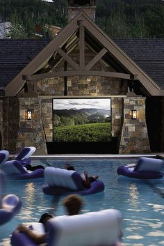 STYLEeGRACE ❤'s this poolside movie screen!