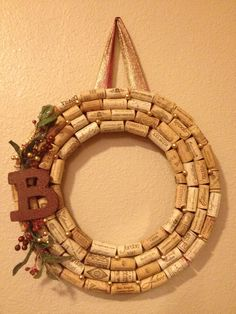 """Wine cork wreath with """"B"""" ~ I would do an """"S"""" but I could make this easily! wines, christmas wreaths, cork idea, diy with corks, diy wine cork b, wine cork wreaths, craft idea, making wreaths, wine corks diy"""