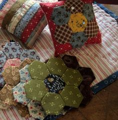 A little hexie pincushion ~ must make one
