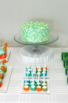 DIY Cake Decoration; fish scales, cool underwater vibe!