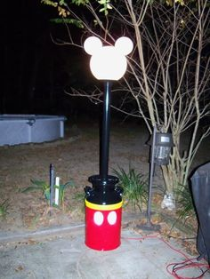 My parents need this!!! Mickey lamp post -- Tutorial to make your own