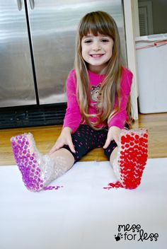 Bubble Wrap Stomp Painting the messforless #Kids #Art #Bubble_Wrap #Painting