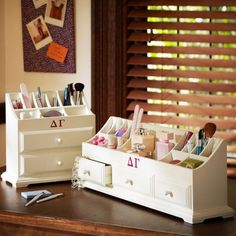 33 DIY:: Makeup Storage Ideas