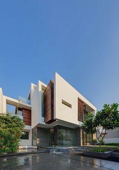 The Overhang House by DADA  Partners / New Delhi, Delhi, India