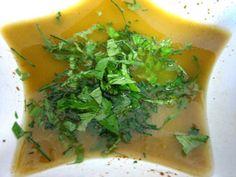 Aderezo de albahaca casero para ensaladas es una receta para 4 personas, del tipo Entrantes, de dificultad Muy fácil y lista en 15 minutos. Fíjate cómo cocinar la receta.