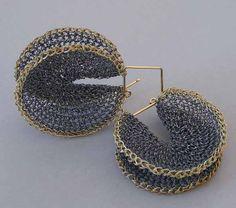 Hanne Behrens - Earrings - Crochet, fine silver and 750 gold.