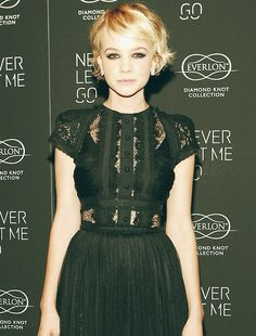 Carey Mulligan in an Elie Saab LBD with lace panels