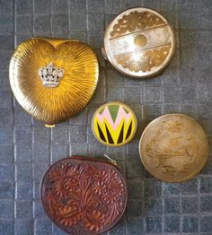 vintage art deco compacts from elliemayhems on Etsy