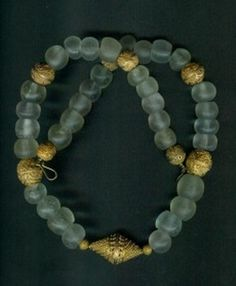 by Anne Marie | Senegal 'or du pays' and transparent Dutch glass beads from the 1700s (African Trade Beads) | BeadArt Austria.