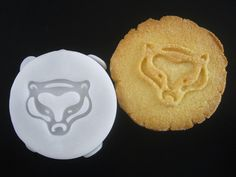HUFFLEPUFF inspired badger COOKIE Stamp recipe and by totalum