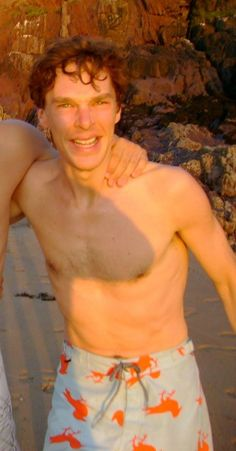 Benedict I own one pair of shorts CumberBatch - Third Star behind the scenes  his shorts are over his belly button!!!!