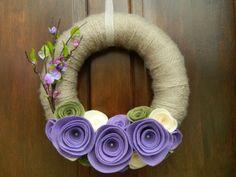crafti craft, purple flowers, craft idea, felt craft, spring wreaths, diy decor, yarn, tan, felt flowers