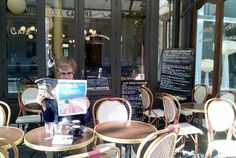 Reading Gavin Francis's article on pain in the LRB in Paris on the Boulevard St-Germain #readeverywhere