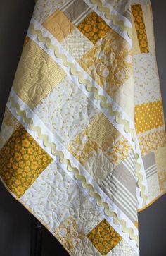 Love this quilt! Looks a lot like the one I just finished, but I think I might need one in these colors too!