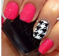 Houndstooth + hot pink nails