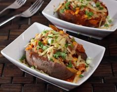 Chili Stuffed Sweet Potatoes only 325 calories each. @genyfoodie